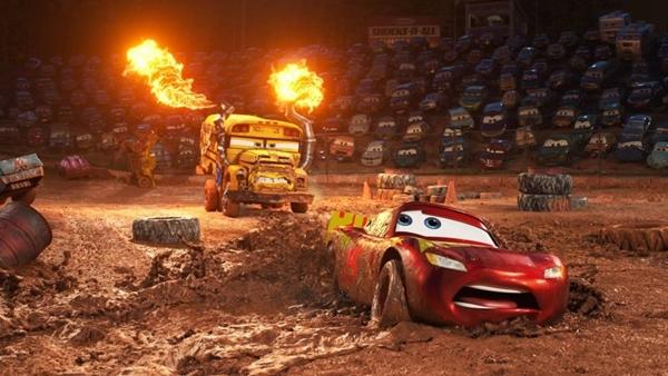 A luta de  Relâmpago McQueen em 'Carros 3' é pela vida (Reprodução/Internet)