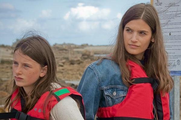 As irmãs Laura e Josephine têm noções familiares distintas (Reprodução/Internet)