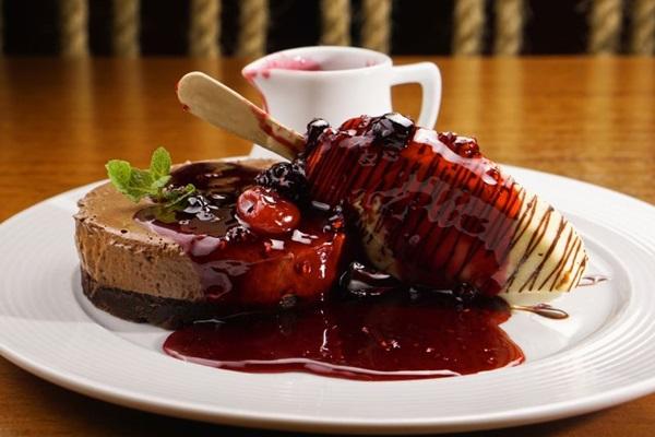 A belíssima aposta no trio do Bamboa Cozinha e Bar: chocolate, vinho tinto e frutas vermelhas (Objetiva/Divulgação)