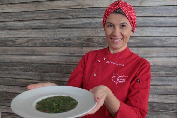 Vanessa Prado acrescenta carne moída à sopa de abóbora (Arthur Menescal/Esp. CB/D.A Press)