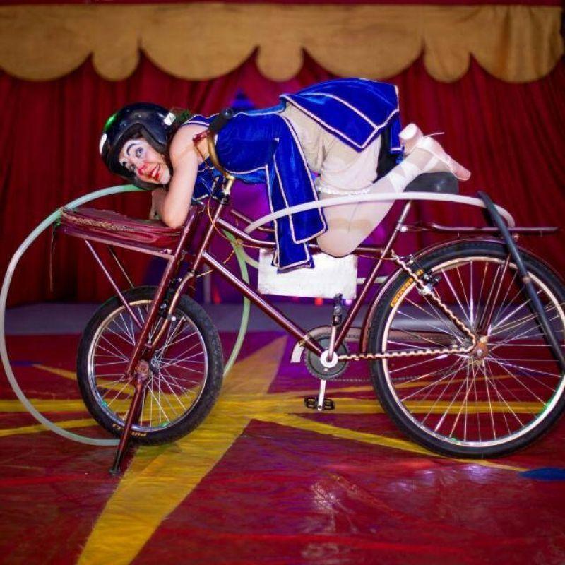 Marmota: palhaça, bailarina e domadora de bicicletas (Tina Carvalho/Arquivo Pessoal)