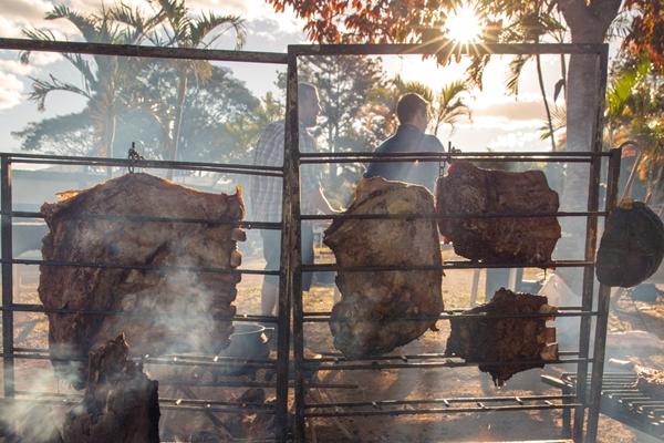 Organizadores pretendem vender mais de cinco toneladas de carne  (Rafael Lobo/Zoltar Design )