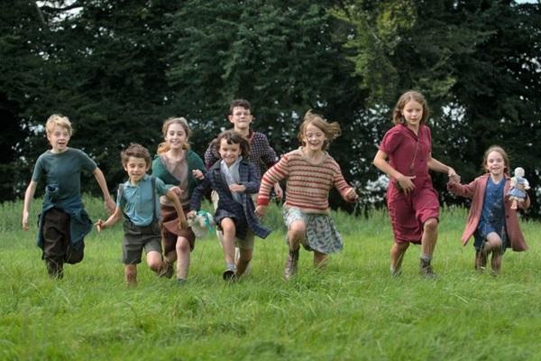 Fanny e outras crianças se escondem dos conflitos da Segunda Guerra Mundial no longa 'A viagem de Fanny' (Reprodução/Internet)