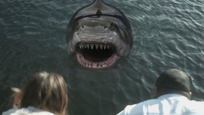 Tubarão se torna híbrido após mutação (Cinemax/Divulgação)