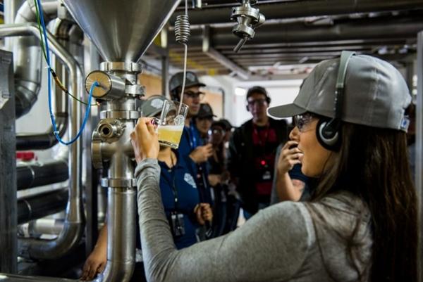 O público pode provar o chope saído direto do tanque de pressão (Tulio Vidal/Divulgação)