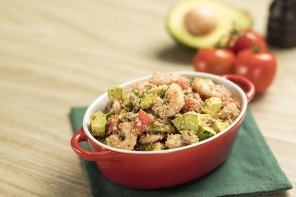 A salada niçoise leva abacate, a fruta do momento, na composição ( Divulgação/MKT Mix)