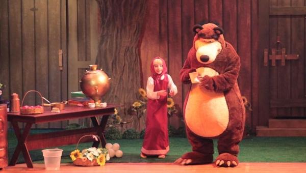 Masha vai viver diversas aventuras ao lado do amigo Urso (Oh Artes/Divulgação)