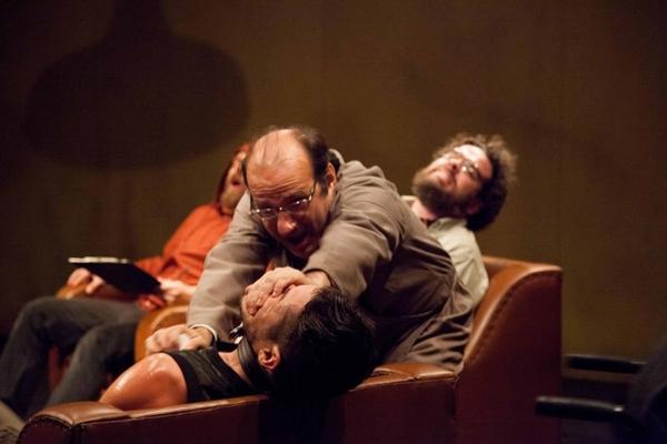 A peça 'A paz perpétua' traz reflexões sobre a natureza humana (Nil Caniné/Divulgação)