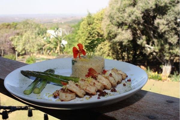 A marvada aparece em prato de camarão no Empório da Mata: frescor realçado pela bebida ( Ana Rayssa/Esp. CB/D.A Press)