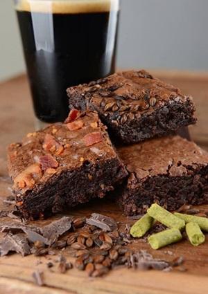 Cerveja com brownie? Andreia Marlière leva a combinação ao pé da letra com linha especial da Nibis Brownies (Facebook/Reproducao)