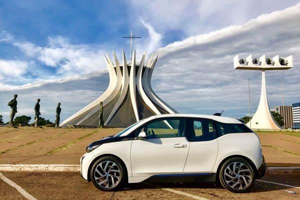 Carros antigos são a atração do Mercadinho do Brasília (Arquivo Pessoal/Divulgação)