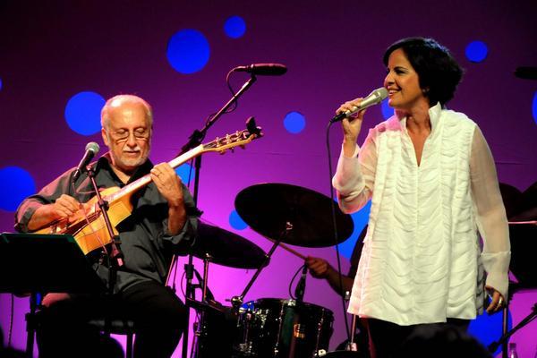 Leila Pinheiro participou de duas turnês ao lado de Roberto Menescal (Cristina Granato/Divulgacao)