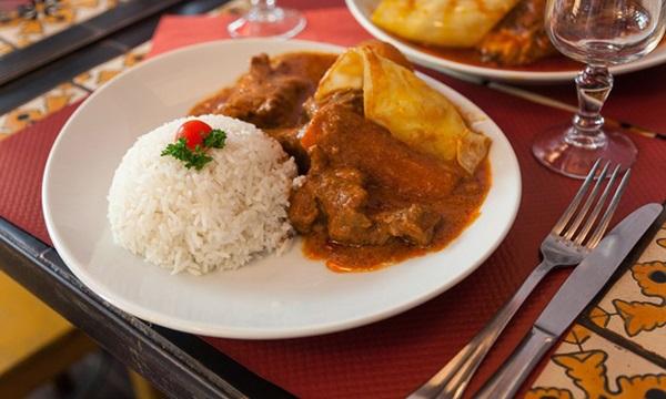 Para fechar o festival, um almoço proporcionado pela imigrante da Costa do Marfim (Objeto Sim/Divulgação)