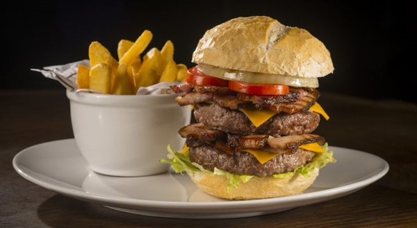 Hambúrgueres são preferência do público que frequenta o Madero (Nilo Biazetto/Divulgação)