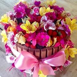 Os bolos do Ateliê Mãe e Filha tem opções com decorações de flores comestíveis (Arquivo Pessoal/Divulgação)