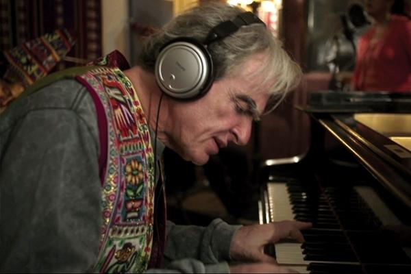 Documentário O piano que conversa mostra encontros do pianista Benjamim Taubkin com músicos de países de quatro continentes (Divulgação)