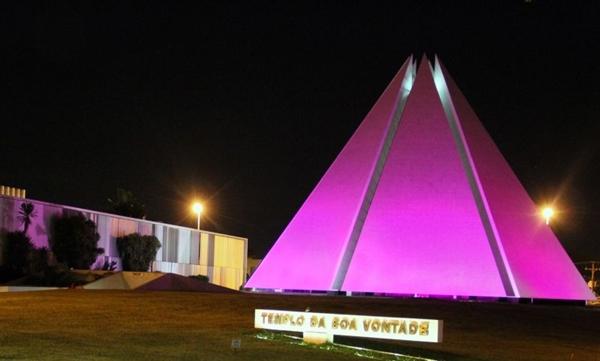 As luzes do Templo da Boa Vontade estarão rosa durante o mês de outubro em adesão ao Outubro Rosa (José Gonçalo/Divulgação)