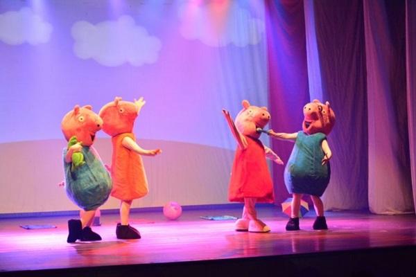 O espetáculo Peppa Pig - Live show vai animar o fim de semana das crianças (Objetiva/Divulgação)