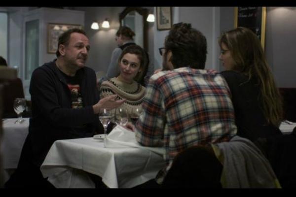 O filme 'Amor, Paris, cinema' conta a história de Arnaud (Arnaud Viard), que tem dois objetivos na vida: dirigir o segundo longa da carreira e ter um filho. (Reprodução/Internet)