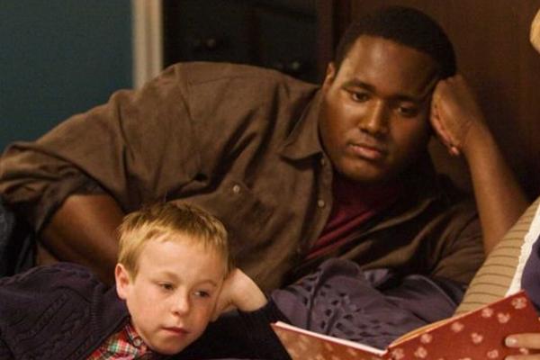 Michael encontra carinho e melhores condições em família que o adota  (Warner/Divulgação)