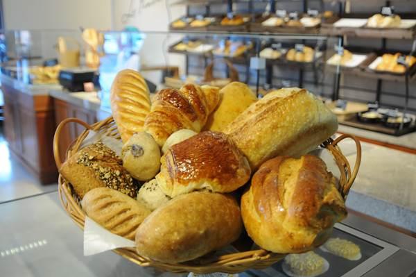 Na cozinha da La Panière, os conservantes estão fora de cogitação e todos os pães são feitos artesanalmente (Bárbara Cabral/Esp. CB/D.A Press)