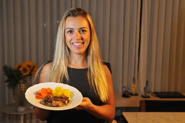 Gabriella Alves ressalta que o freezer é o local ideal para se congelar alimentos, e não o congelador (Minervino Junior/CB/D.A Press)