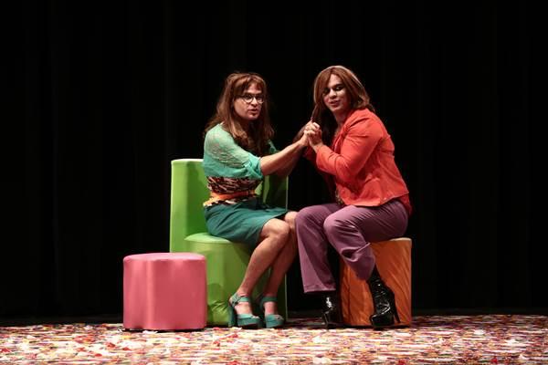 Quizila Coiffeur conta a história de três donas de um salão de beleza (Lambada Comunicação/Divulgação)
