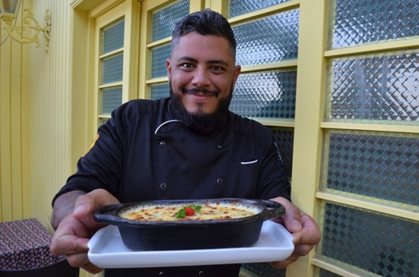 Arthur Lilfi dá um toque com lentilha e curry ao escondidinho (Ana Carneiro/Esp. CB/D.A Press)