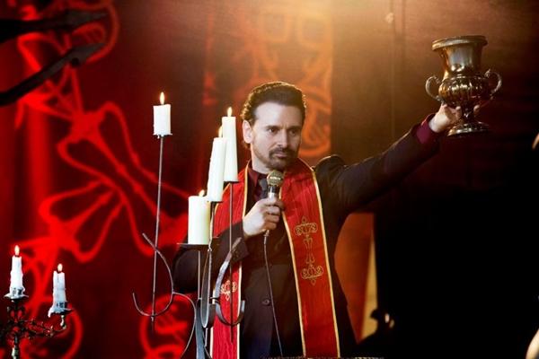 Murilo Rosa vive o Diabo em A comédia divina (Reprodução/Internet)