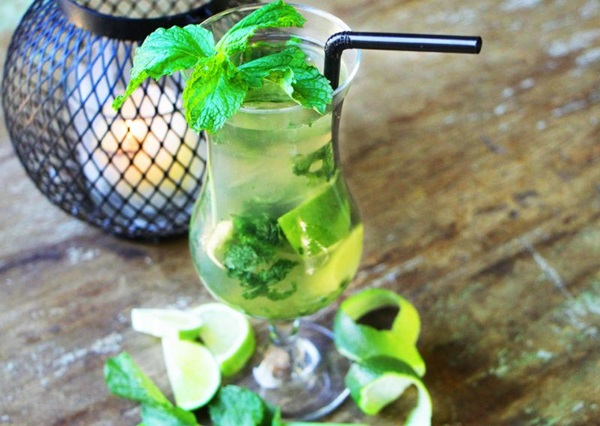 O bar Santé 13 oferece happy hour com dose dupla de caipifruta, caipisaquê, golden mojito (foto) e cosmopólitan ( Igor Almeida/Divulgação)