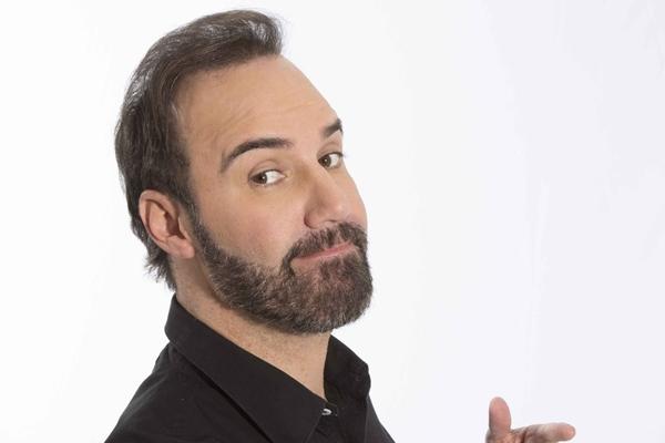 Diogo Portugal: %u201CO stand up não é uma moda, é um gênero da comédia muito simples, só um microfone e um texto%u201D (Divulgação/Arquivo pessoal)