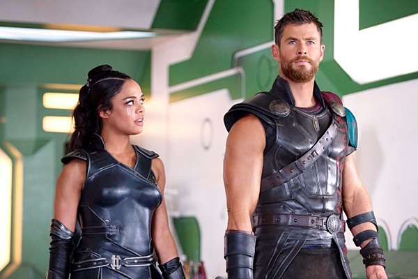 Em dupla com Valquíria, Thor tenta salvar o mundo da destruição total (Internet/Reprodução)