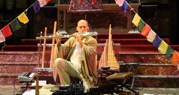 Devakant irá ministrar um curso que une canto e meditação (Devakant/ Divulgação)