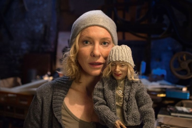 Cate Blanchett divaga em uma série de monólogos  recheados de referências a manifestos artísticos  (Mares Filmes/Divulgação)