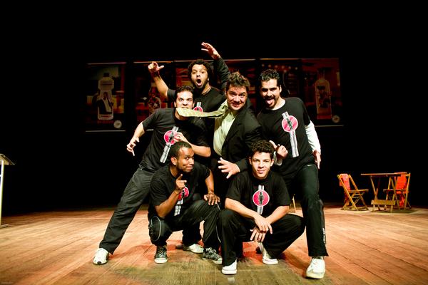 A interação com o público grande e os atores descobrem na hora os rumos da história (Rodrigo Carletti/Divulgação)