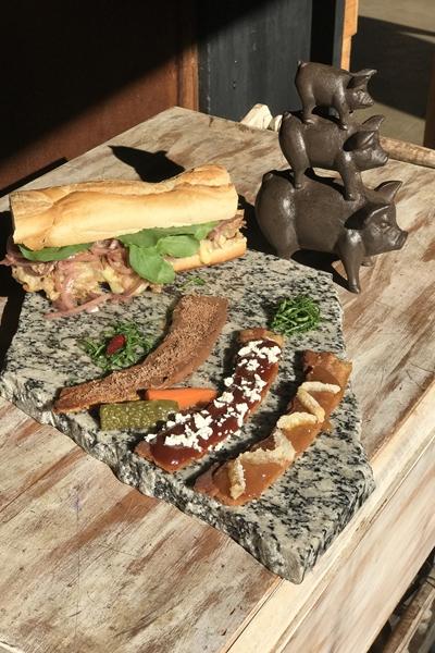Como sobremesa, o IVV Swine Bar oferece uma exótica combinação de bacon com chocolate  (IVV Swine Bar/Divulgação)