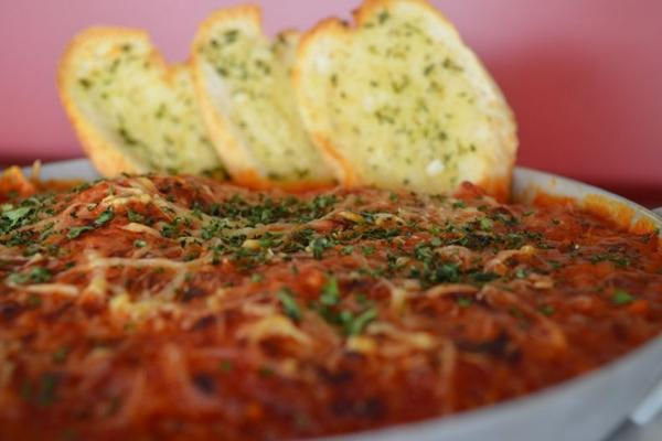 A tradicional bolonhesa tem sabor de comida caseira (Ana Carneiro/Esp. CB/D.A Press)