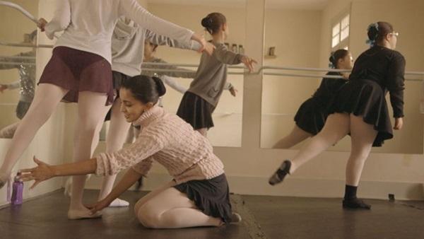 A realidade de bailarinas cegas é a base do documentário 'Olhando para as estrelas' (Reprodução/Internet)