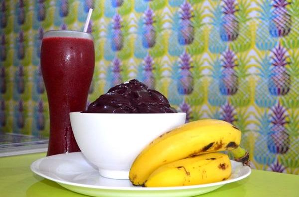 O açaí do TNT Fit Food é batido na hora com banana e xarope, mas pode ser pedido puro (Ana Carneiro/Esp. CB/D.A Press)