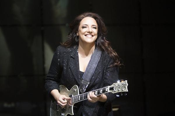 Ana Carolina interpreta maiores sucessos da carreira iniciada com Garganta  (Leonardo Aversa/Divulgação)