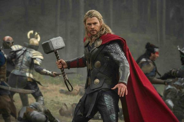 Em Thor: O mundo sombrio, o deus do trovão terá de enfrentar um vilão temido pelo povo de Asgard (Internet/Reprodução )