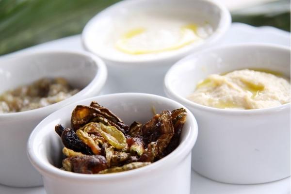 As pastas árabes são consumidas tradicionalmente sem talheres, usando o pão para pegá-las (José Filho/Divulgação)