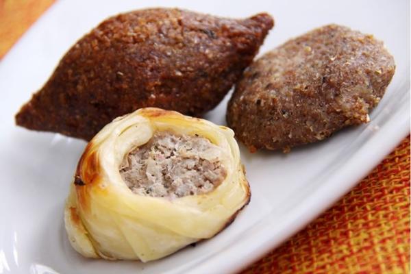 Os salgados do restaurante lagash são feitos para serem comidos com as mãos (José Filho/Divulgação)