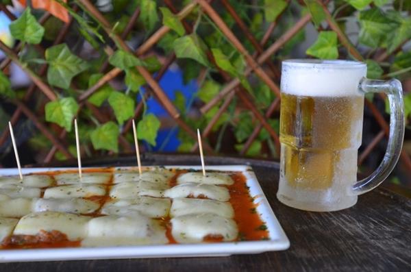A parmegiana é uma boa combinação com o chope  (Ana Carneiro/Esp. CB/D.A Press)