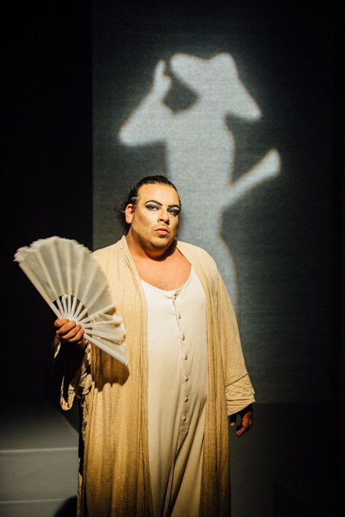 Luis Lobianco revive o drama Gisberta no CCBB  (Elisa Mendes/Divulgação)