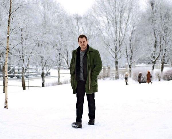 Michael Fassbender interpreta Harry Hole, um detetive responsável pela captura de um perigoso serial killer na Noruega (Jack English/Universal)