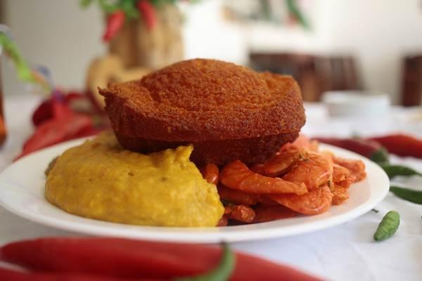 No Casa de Mainha, o acarajé é servido de três formas (Ana Rayssa/Esp. CB/D.A Press)