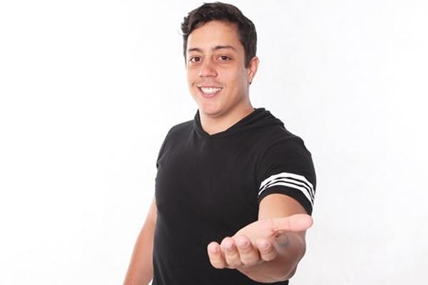 Renato Albani conquista seguidores na internet e fãs na plateia de seus espetáculos (Nume produções/Divulgacao. Renato Albani.)