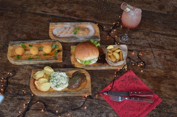 O cliente escolhe entrada, prato principal e sobremesa para a confraternização no Loca (Ana Carneiro/Esp. CB/D.A Press)