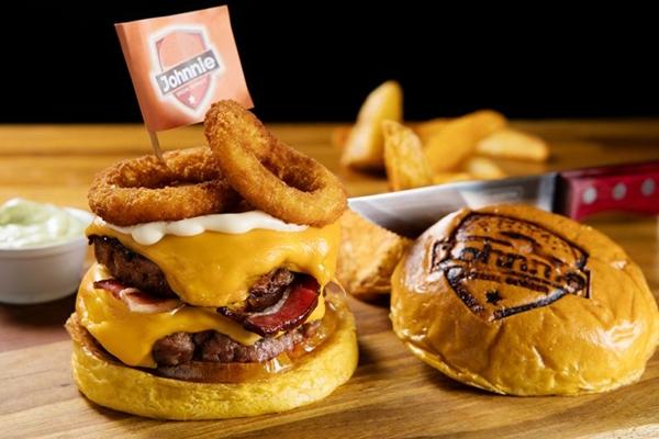 O rodízio de hambúrguer do Johnnie inclui uma seleção de miniburguers, petiscos e sobremesas (Rafael Lobo/Divulgação)